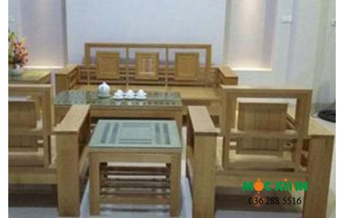 Bộ bàn ghế gỗ sồi có màu sắc đẹp