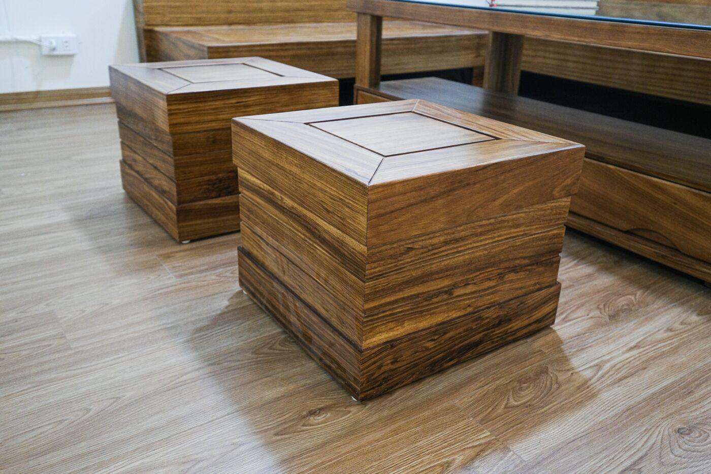 Phần ghế đôn nhỏ có thiết kế đơn giản