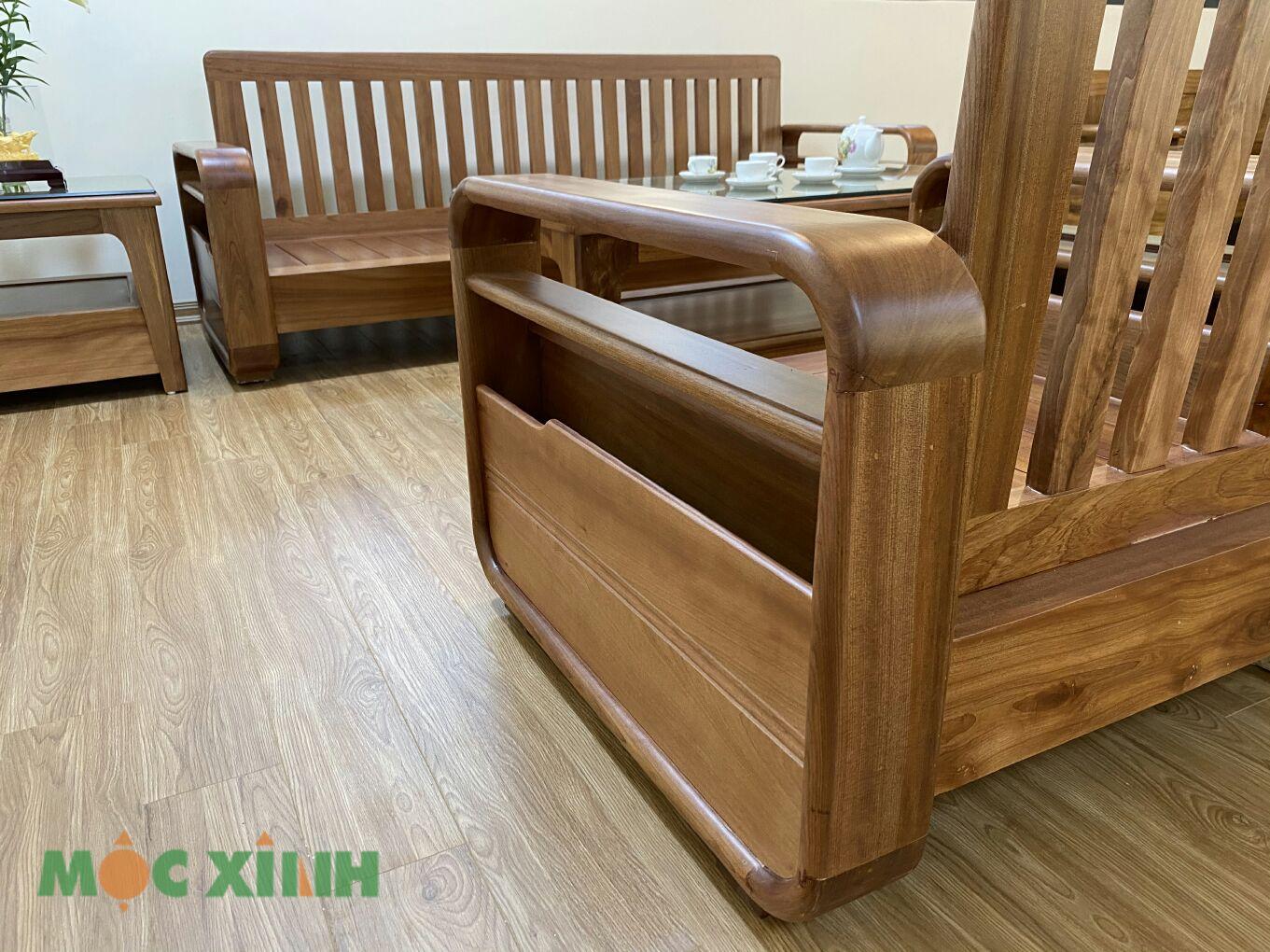 Màu sắc của gỗ xoan nổi bật với tông vàng nâu